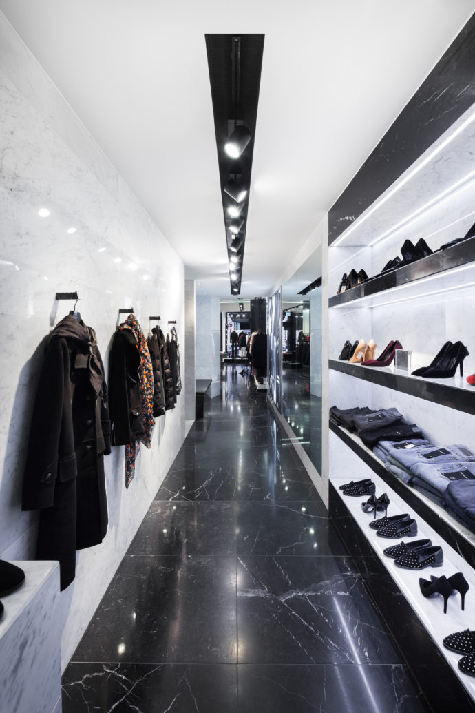 "The shop of the clothing chain ""The Kooples"" in Berlin is equipped with spotlights from the series ""Supersystem II""."