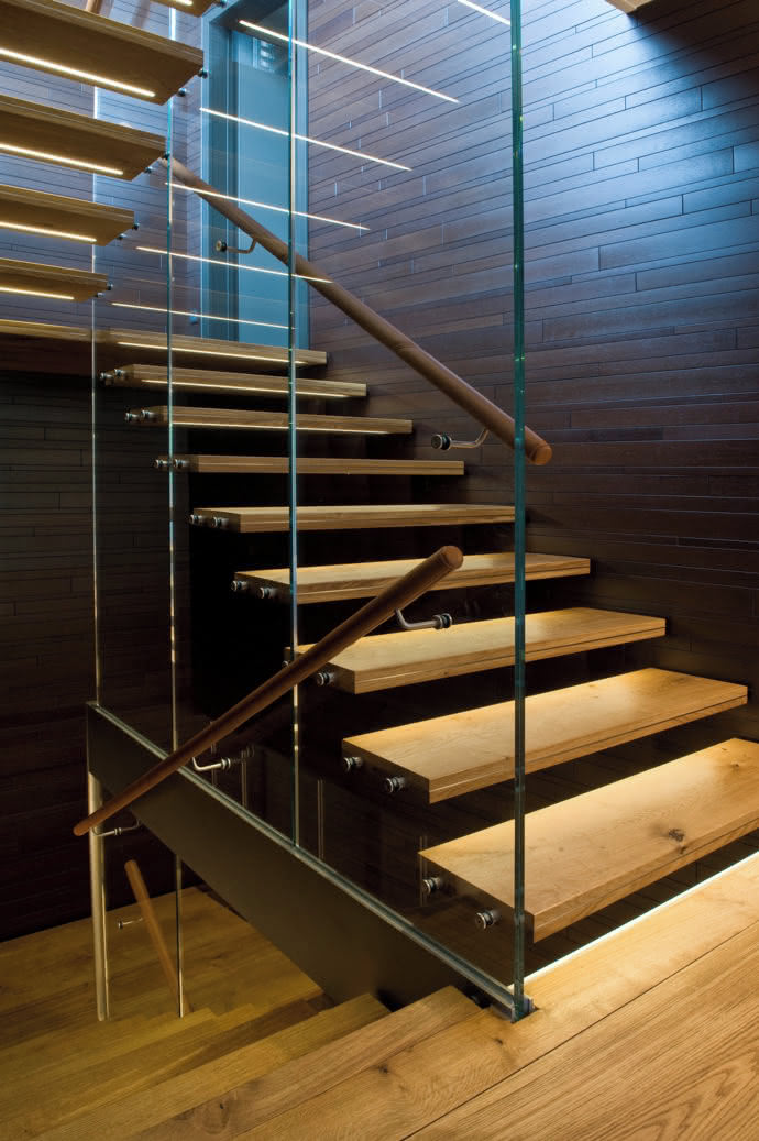 Thanks to their durability the oak planks could also be used for the treads of the staircase.
