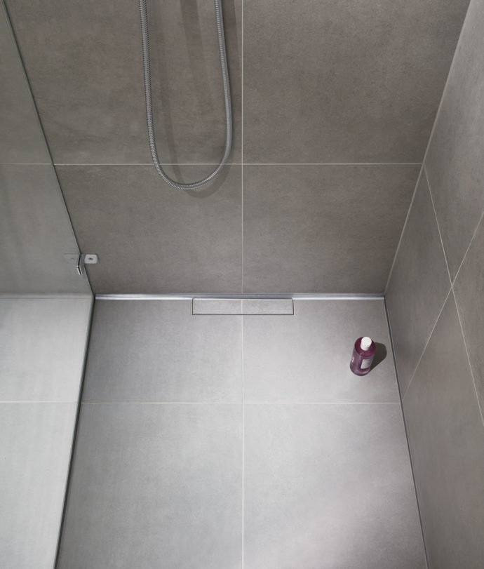 CeraWall Individual is available in lengths from 800 to 2000 millimetres - each trough can be cut to length again, allowing it to be installed flush with the niche.