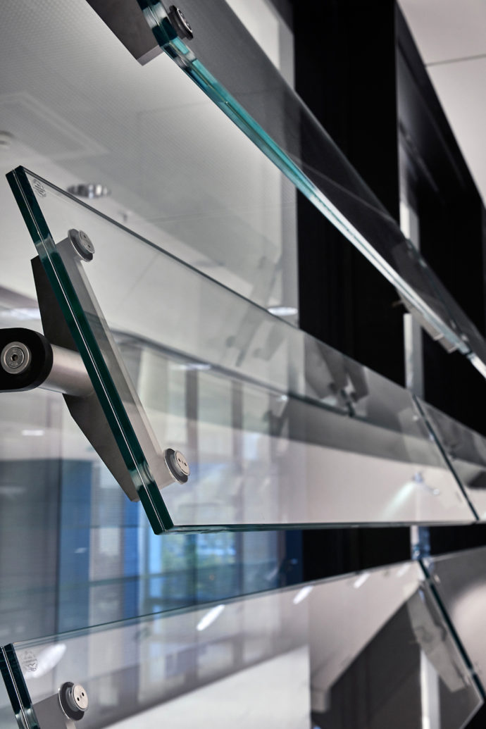 Made of laminated safety glass, white glass and PVB film, the blades are extremely robust and long lived.