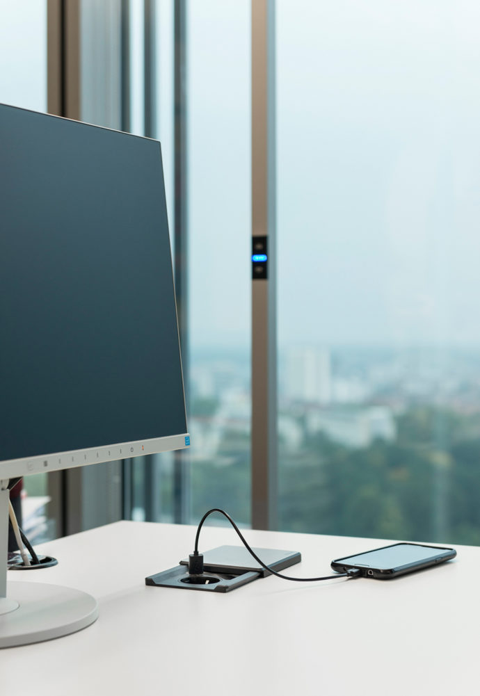 """Easy to handle: Installed directly in the desk, the """"Evoline Square80"""" module supports efficient working."""