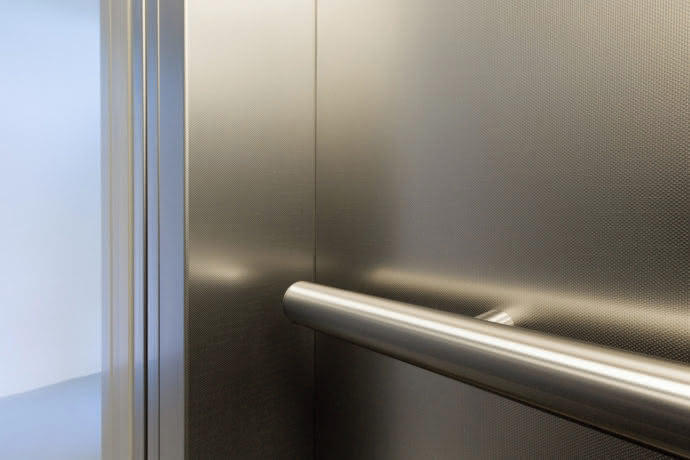 Symbiosis: The stainless steel handrails provide an additional sense of security.