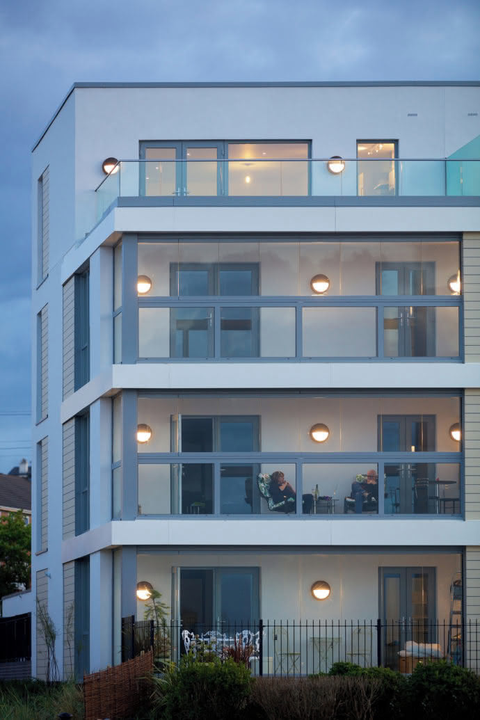 For the apartments, the glazing means an increase in residential quality.