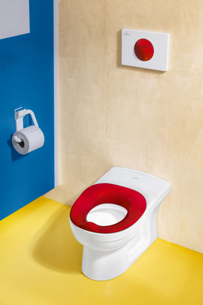 Especially for the youngest children, a removable foam seat ring has been designed to resemble the ergonomic shape of a children's potty.
