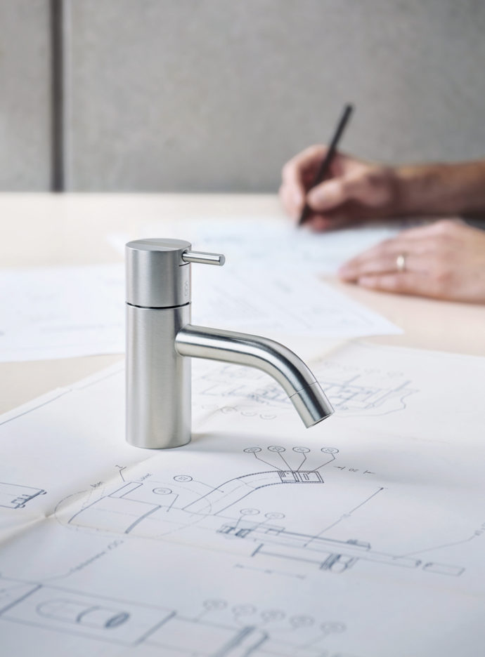 """Streamlined design, high-quality material and elegant proportions - moreover the """"HV1"""" faucet reduces water consumption to five liters a minute."""
