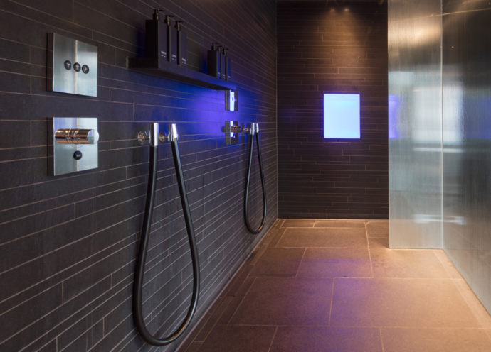 In the spa area the Vola 070W Kneipp hose is available for health-promoting cold-water affusions.
