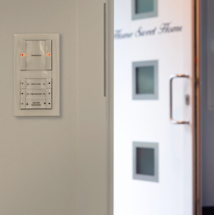 All the elements of the house technology are interconnected using a KNX system and can be easily controlled using the panels.
