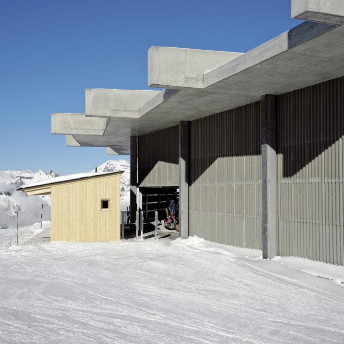 Neue Mittelstation der Gondelbahn am Chäserrugg von Herzog & de Meuron