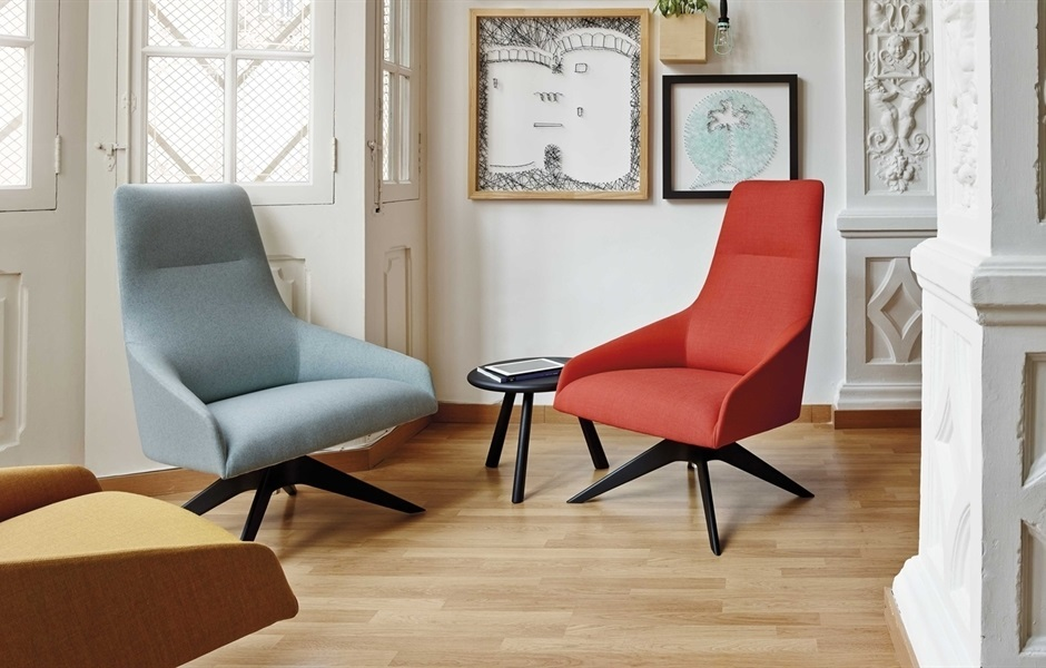 Alya Lounge Chair With Four Star Swivel Base By Andreu