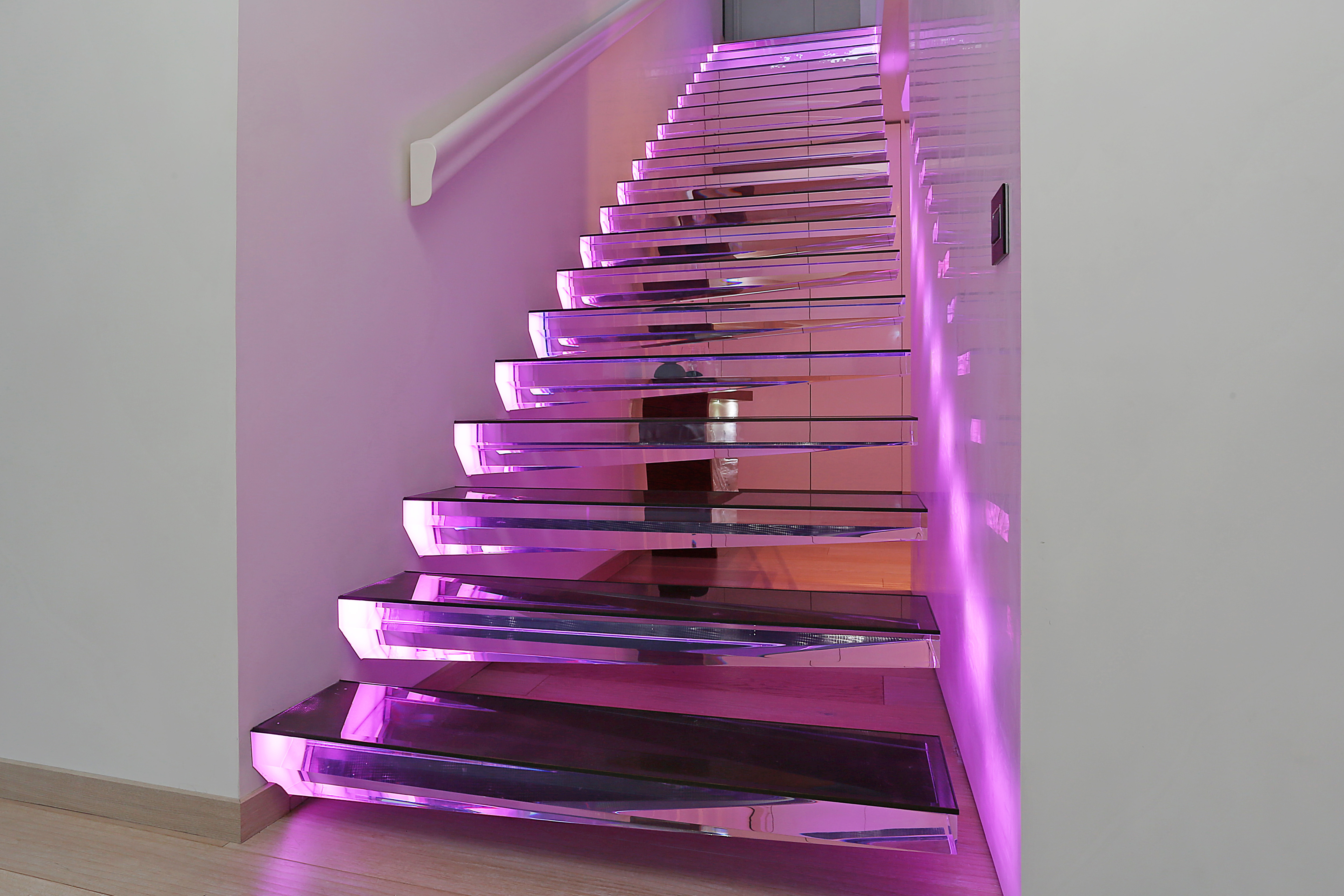 cantilevered stairs acrylic by | STYLEPARK