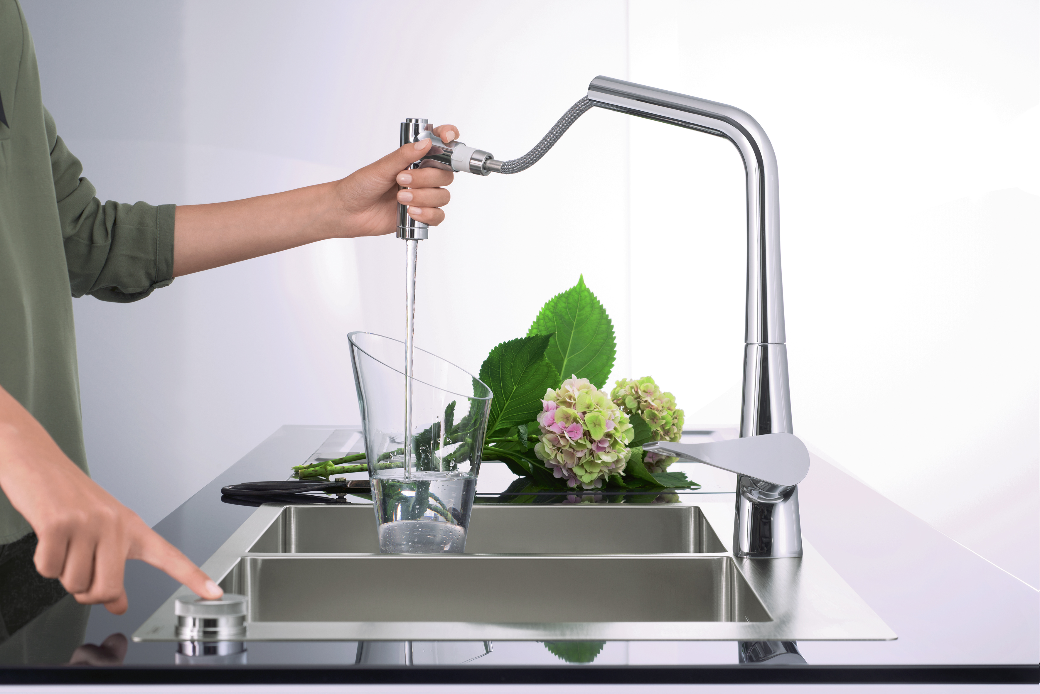 Metris Select Single Lever Kitchen Mixer With Pull Out