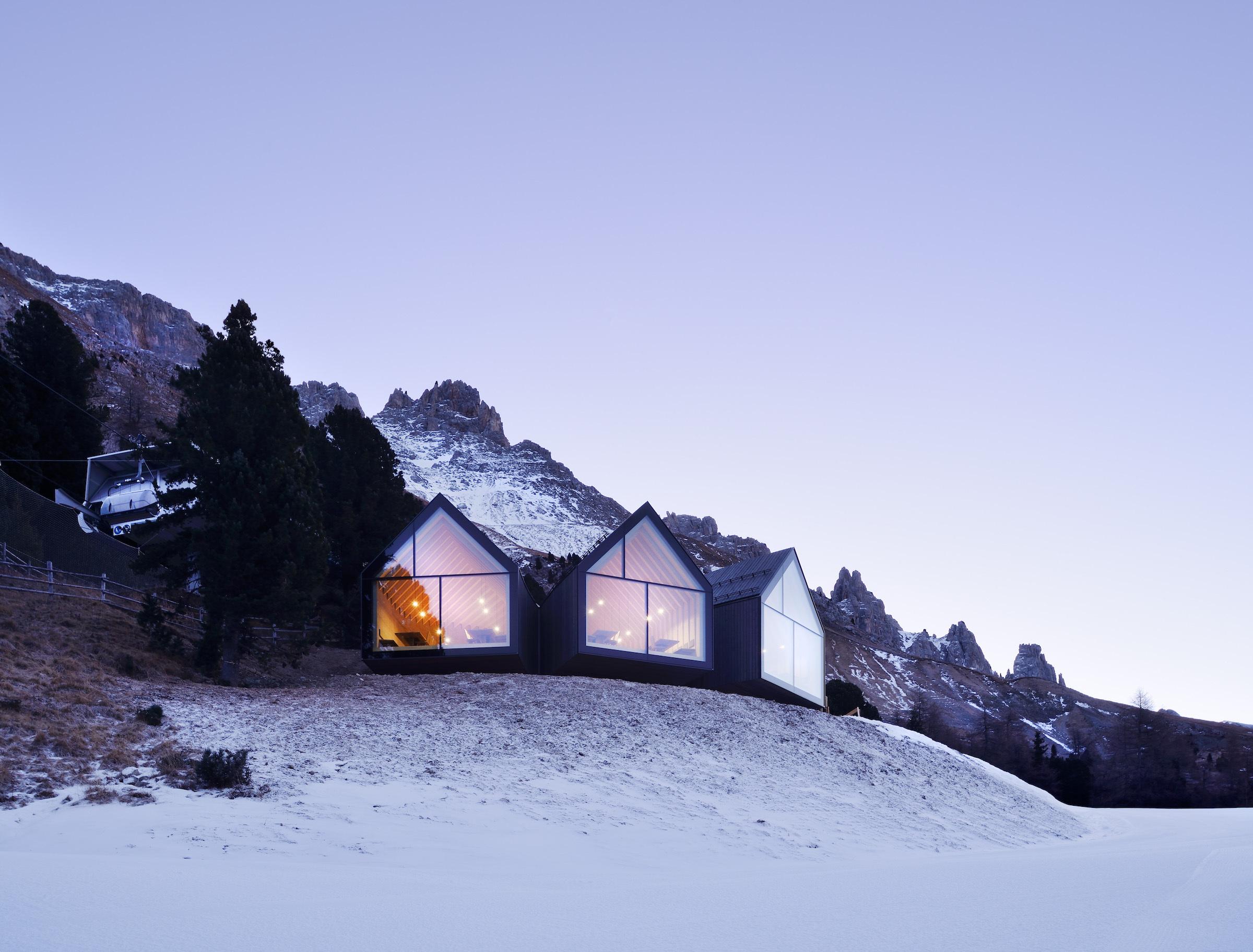 Oberholz Hütte: Modern Ski Lodge In The Italian Alps By Mikolajcak And