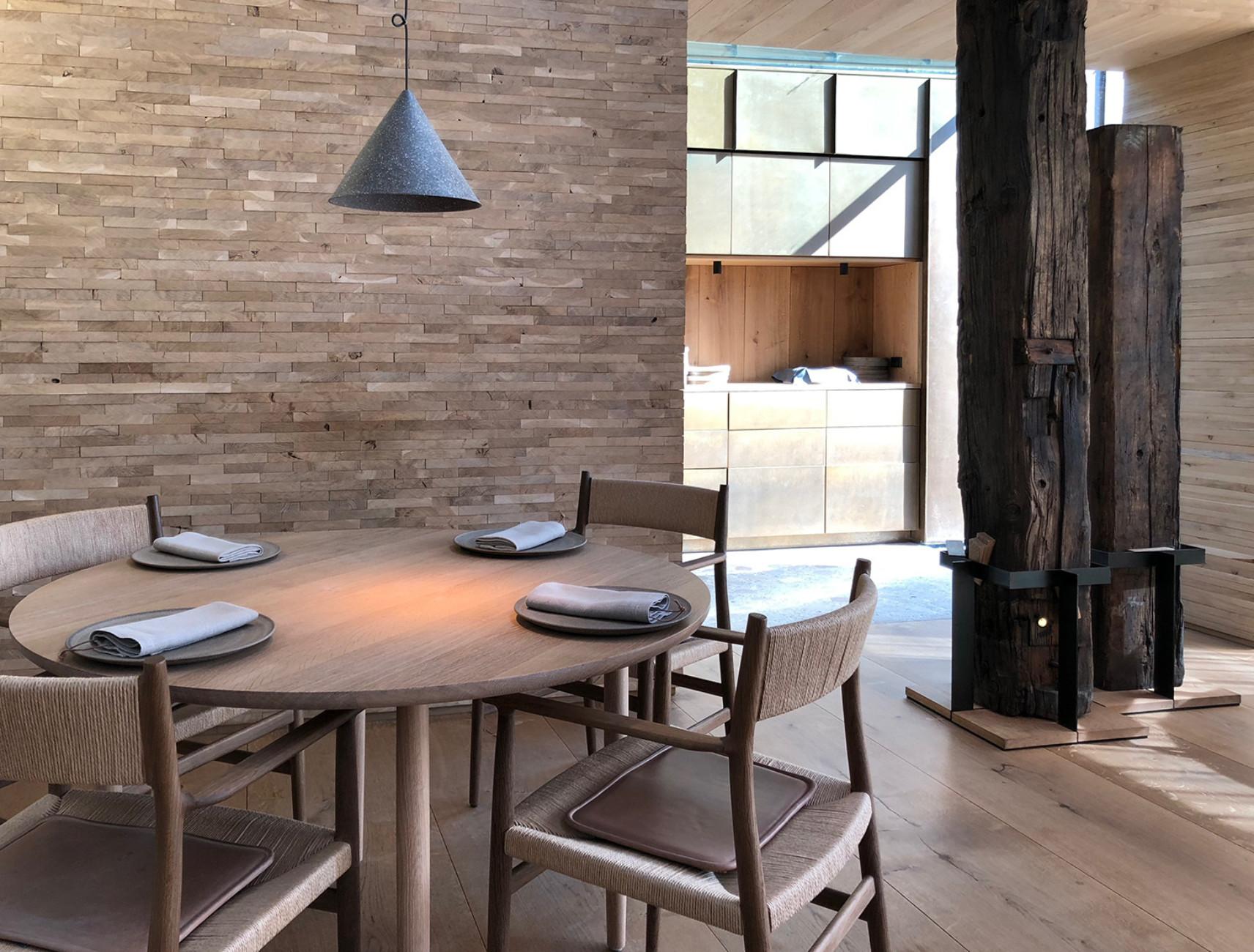 """Maßgefertigt für das """"Noma 2.0"""": Tische und Stühle von Brdr. Krüger"""