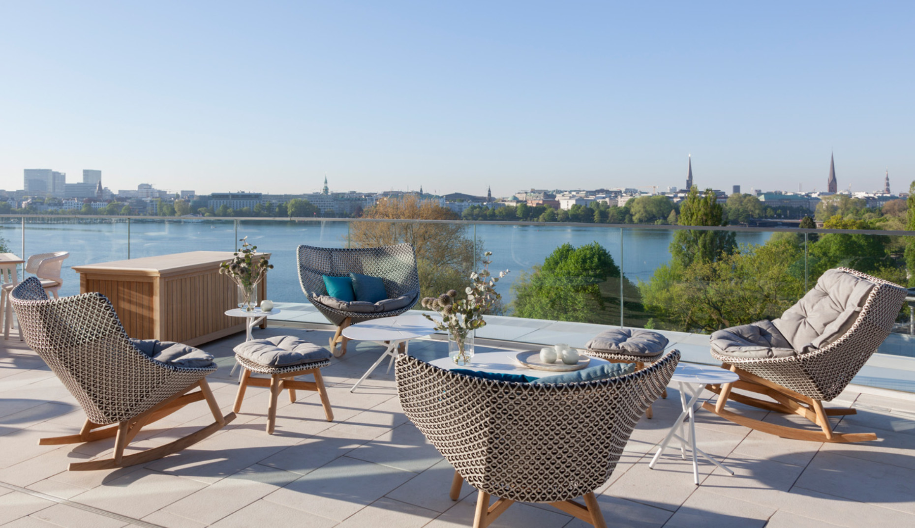 "Roof terrace with outdoor furniture ""Ryan"", ""Seashell"", ""WA"", ""Mbrace"" and ""Mangrove"" by Dedon"