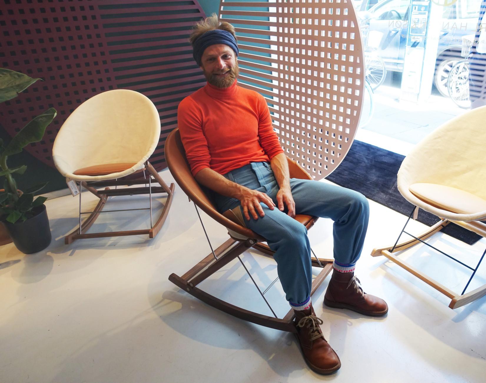 """In cooperation with Carl Hansen & Søn, Copenhagen-based designer Anker Bak has developed the folding rocking chair """"Resting Nest Chair""""."""