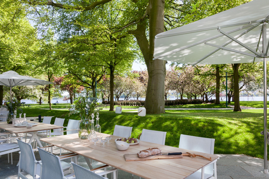 "Restaurant Parkview with the outdoor furniture ""Carver"", ""Split"" and the luminaire ""Ambient"" by Gloster as well as the chairs ""Lex"" by Garpa"