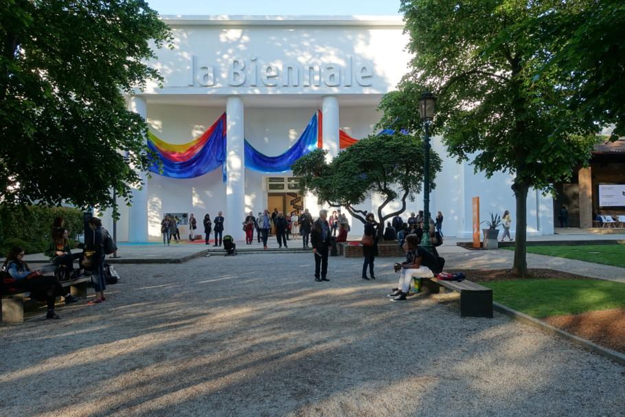 Sam-Gillian-Yves-Klein-Blue Central Pavilion Biennale 2017 Venice