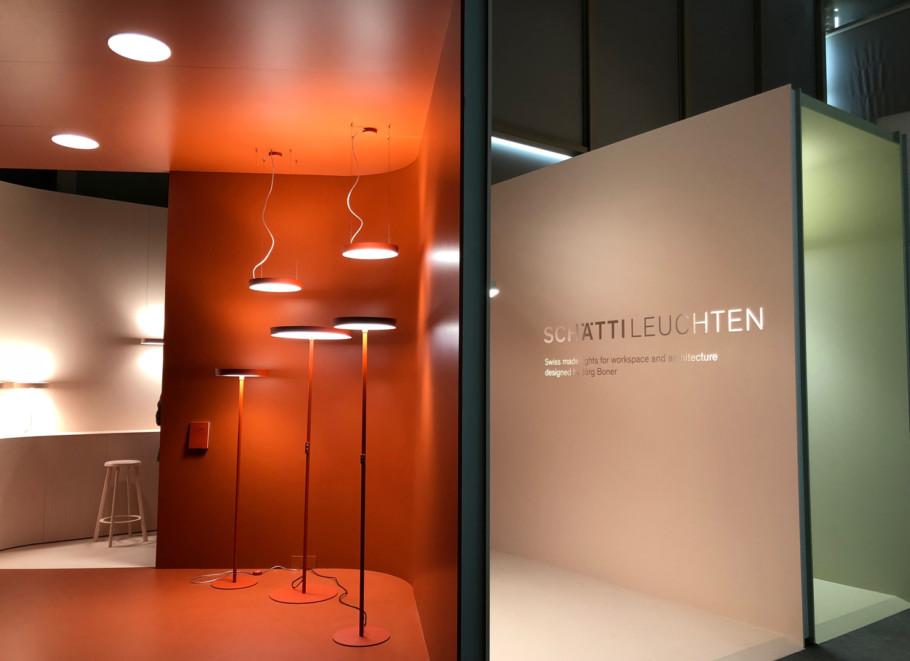 Kleine Ausstellungsfläche kreativ genutzt: Schätti Leuchten.