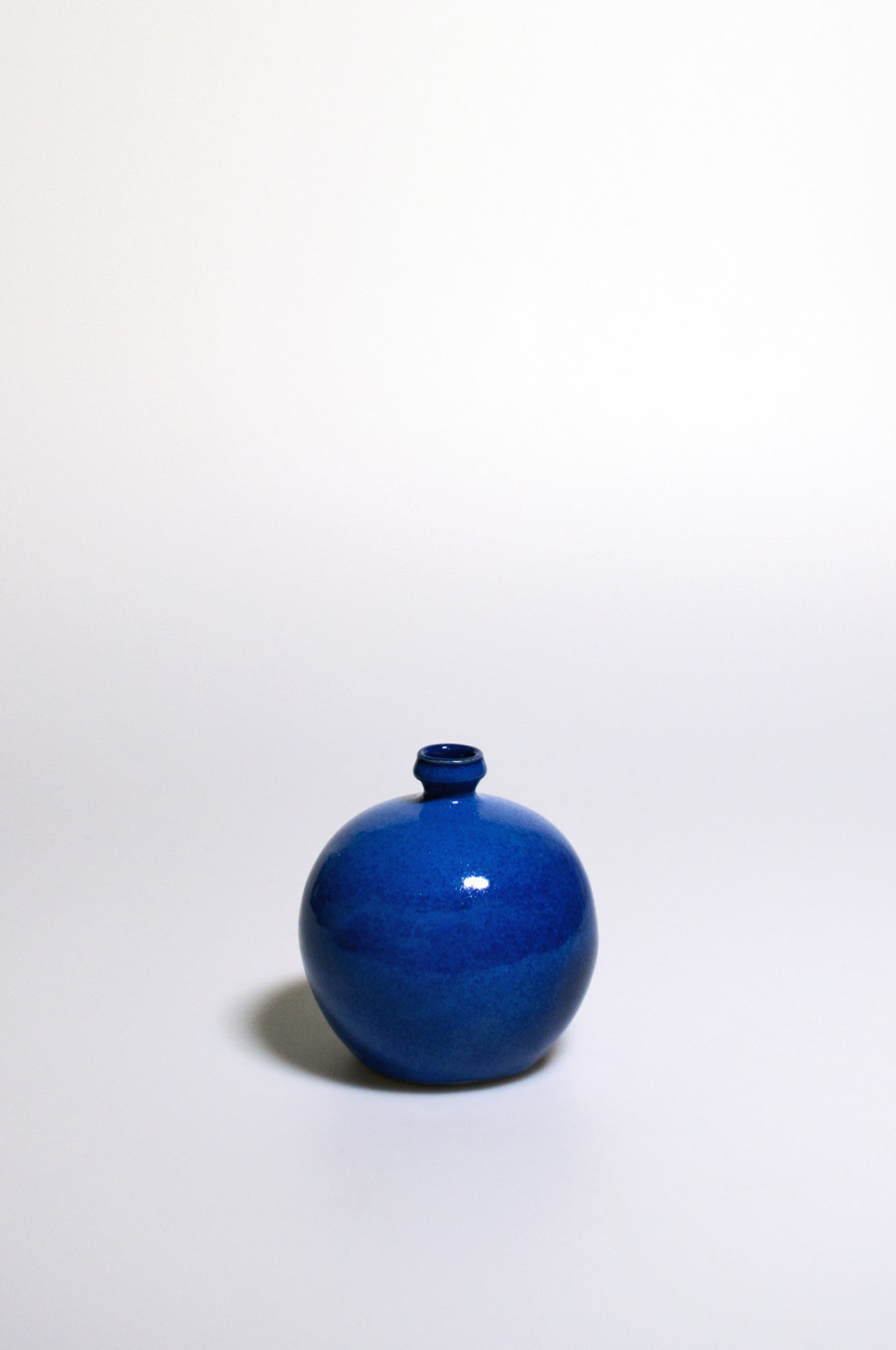Ballonflasche, Feinsteinzeug freigedreht, Glasur mit Cobaltnitrat und Cobaltoxid (1965-1980)