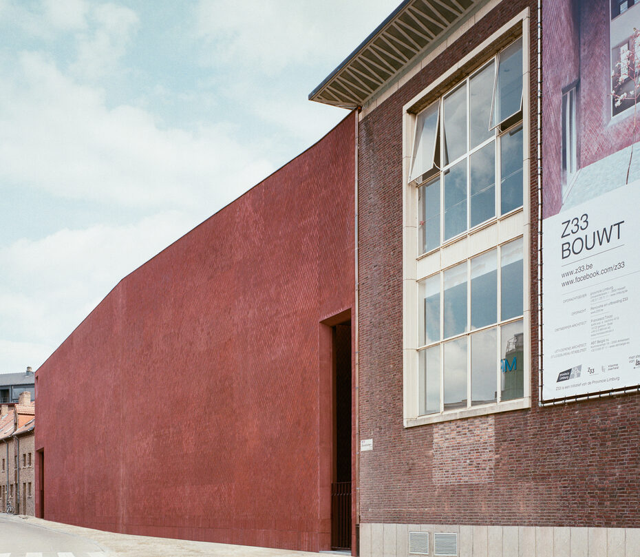 Image Gallery Extension of the Z33 Museum by Petersen Tegl