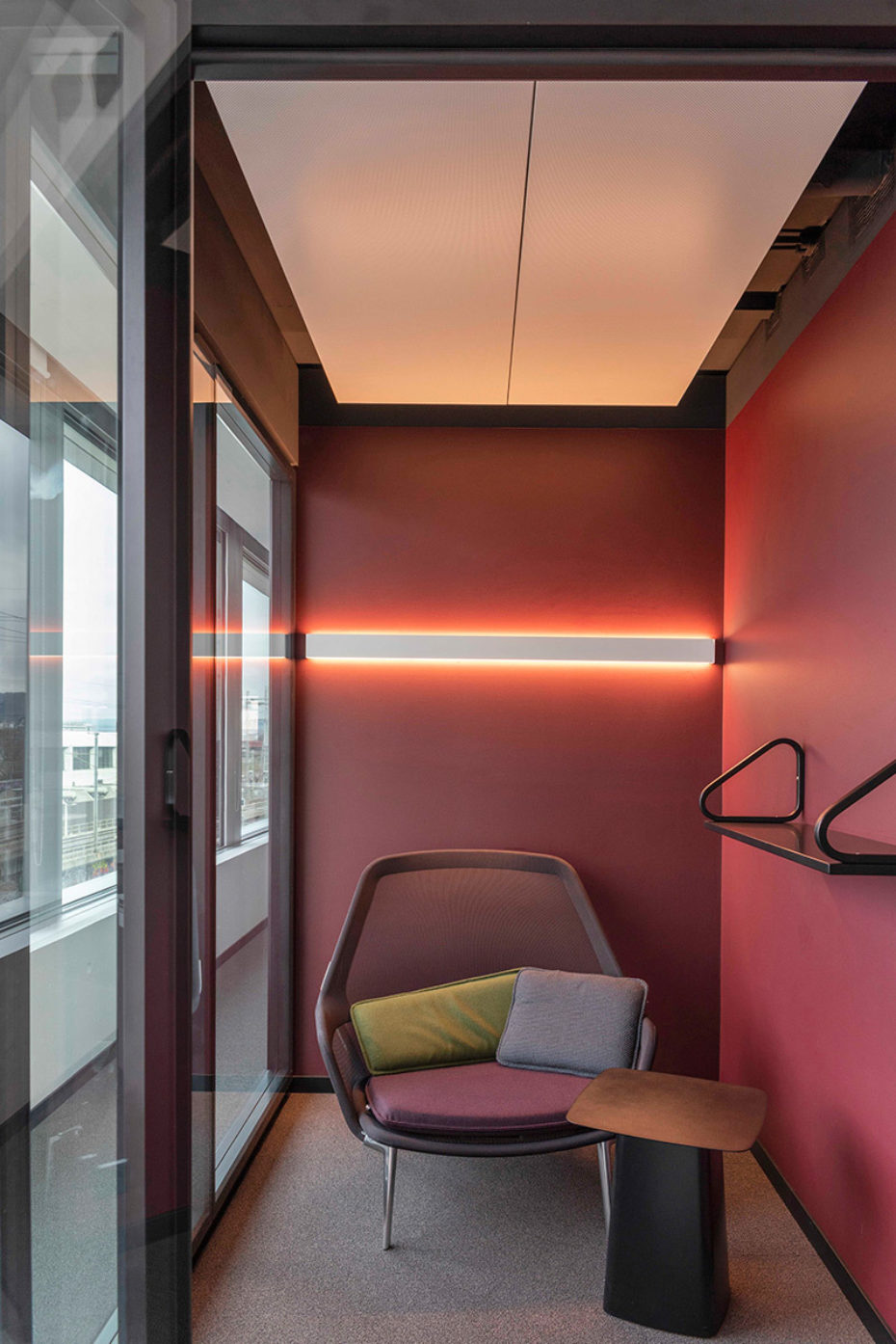 Image gallery Sunrise headquarter furnished with Lista Office LO