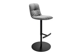 Leya bar chair high with central leg  by  Freifrau