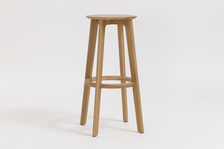 1.3 Bar – Wooden seat  by  Zeitraum