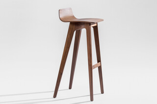 Morph Bar – Wooden seat veneered  by  Zeitraum
