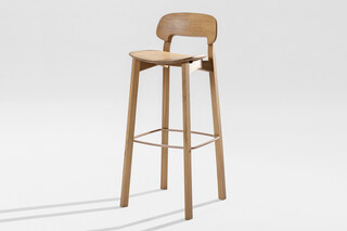 Nonoto Bar – Wooden seat  by  Zeitraum