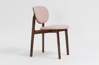 Zenso – Fully upholstered seat and padded back  by  Zeitraum