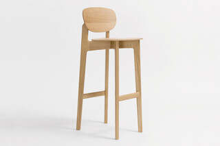 Zenso Bar – Wooden seat and wooden back  by  Zeitraum