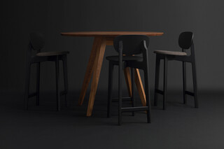 Zenso Bar – Fully upholstered seat and wooden back  by  Zeitraum