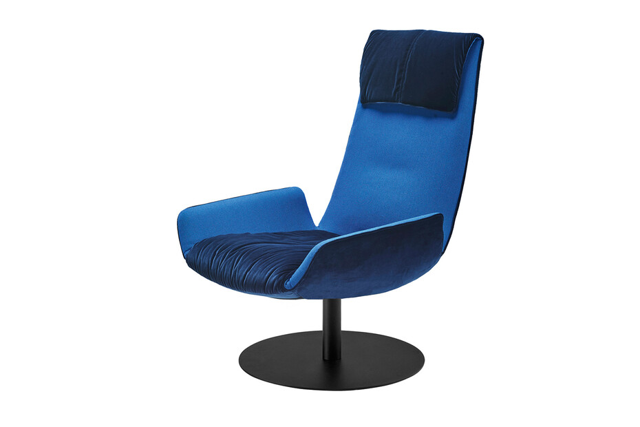 Amelie lounge chair with pillow and central leg