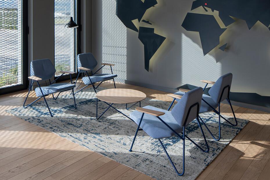 Polygon easy chair