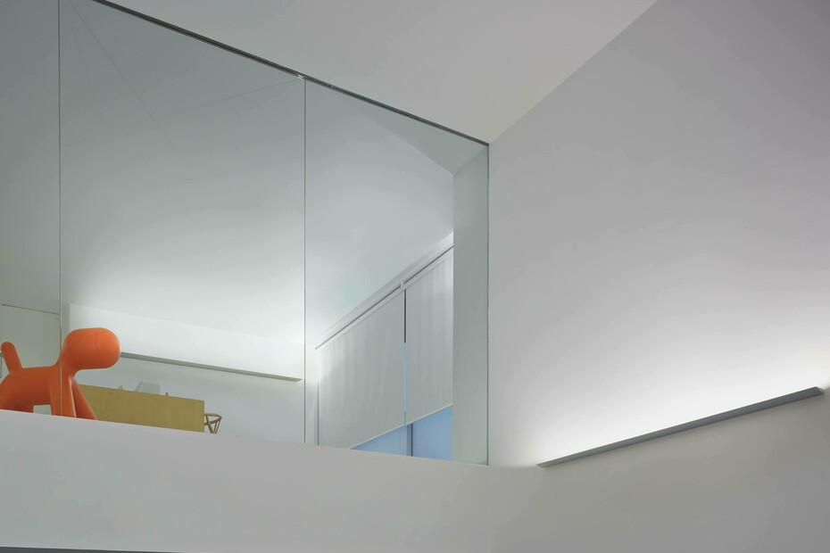 Thin LED