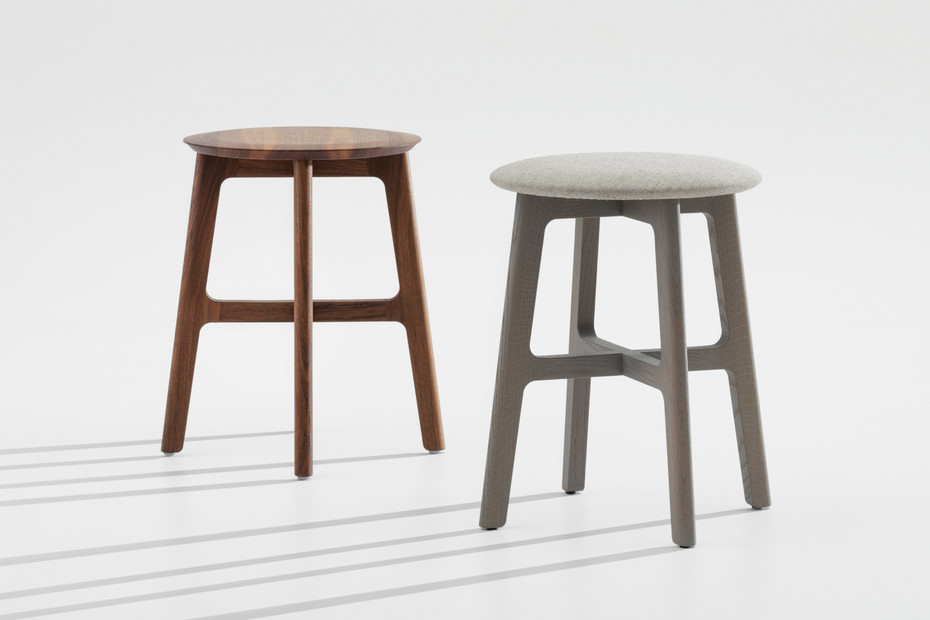 1.3 Stool – Close upholstery