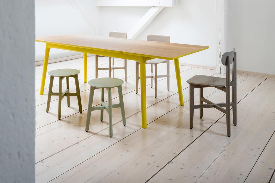 1.3 Stool – Holzsitz