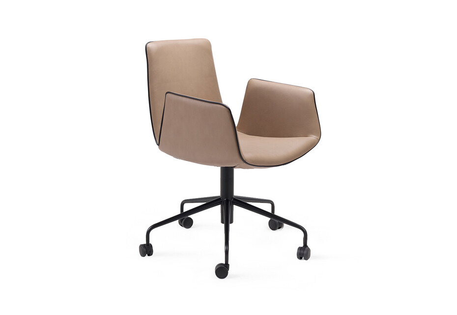 Amelie armchair with wheels
