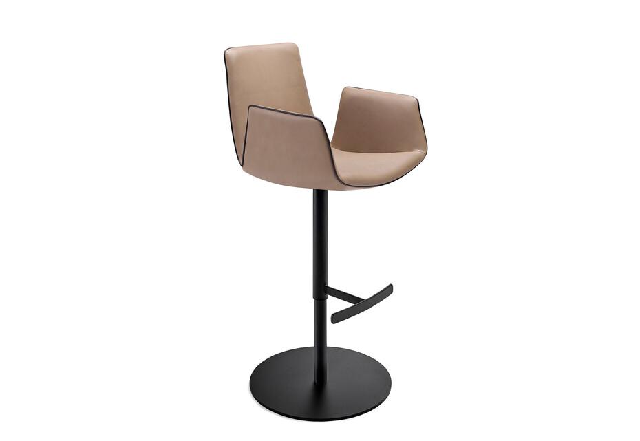 Amelie bar armchair with central leg