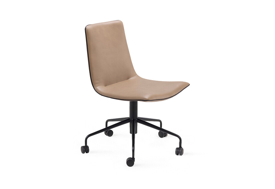 Amelie Chair with wheels