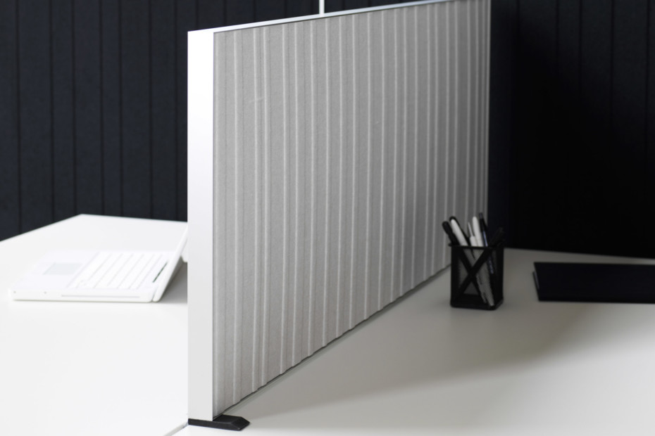 Alumi table screen