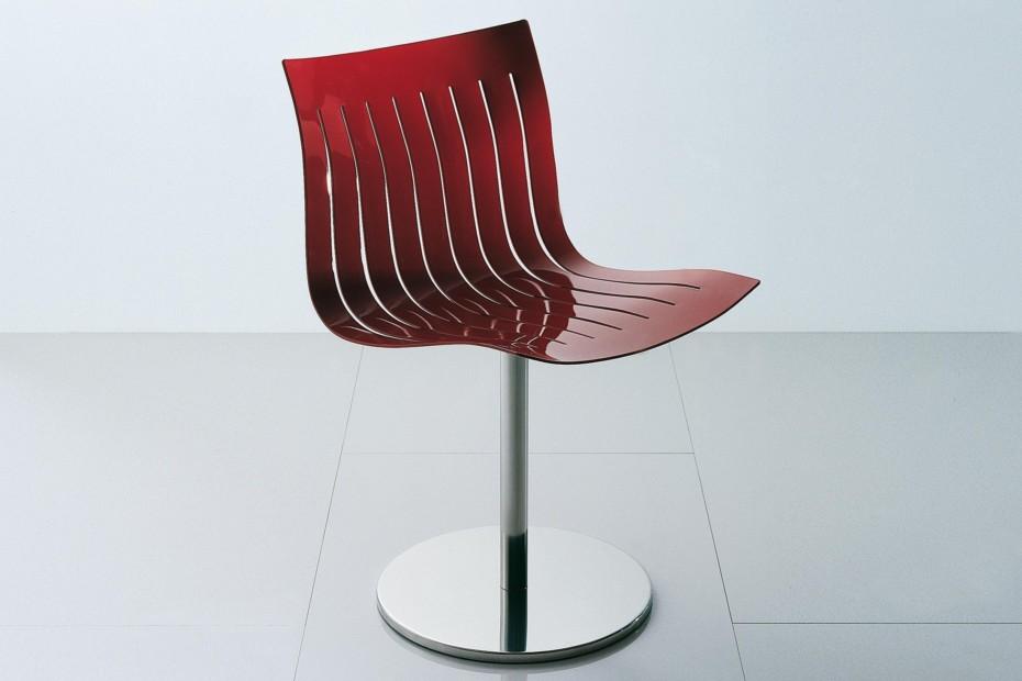 Airy swivel chair