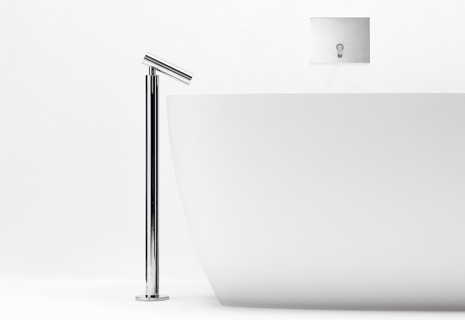 Square single lever floor mounted spout
