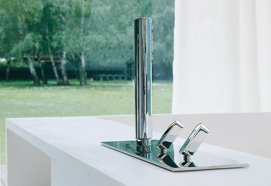 Square tap set for bath rim