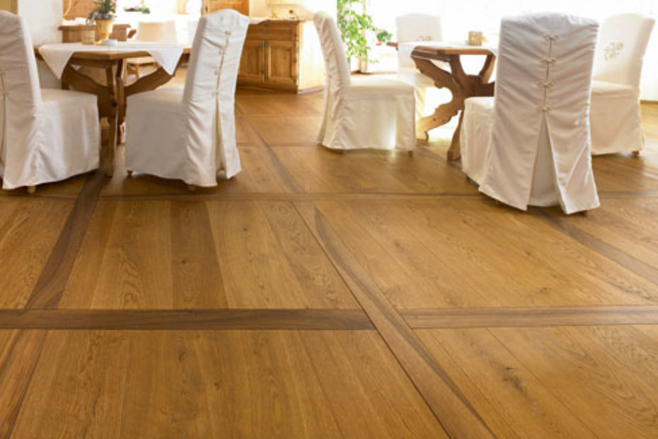 Oak Character Wider-Plank