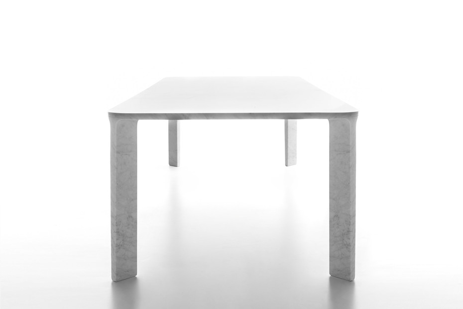 Lino dining table