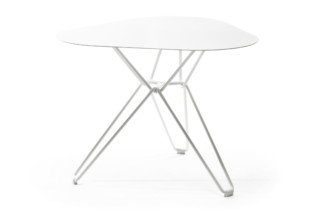 Tio Table low  by  Massproductions