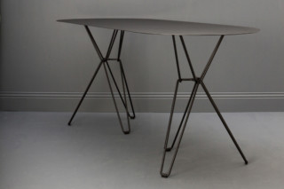 Tio Table oval  von  Massproductions