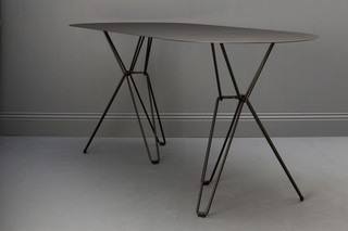 Tio Table oval  by  Massproductions