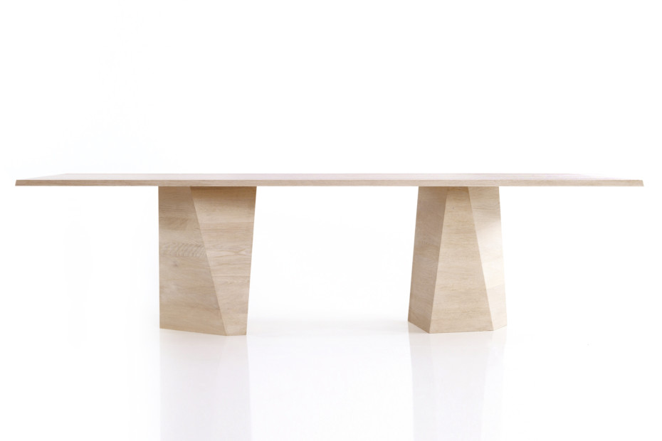 VARAN dining table